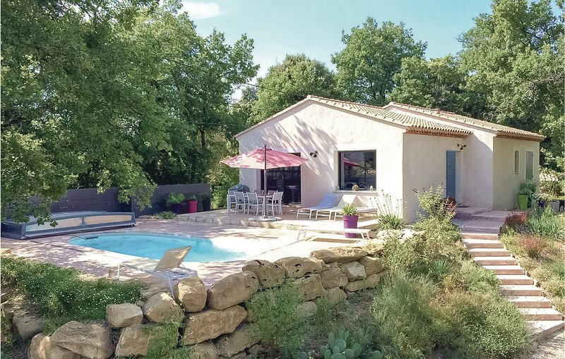 Nice home in St Romain en Viennois with WiFi and 3 Bedrooms (FPV539), holiday rental in Puymeras