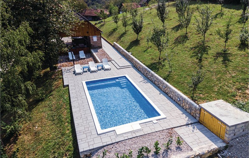 Amazing home in Kamanje with WiFi and 3 Bedrooms (CCC136), location de vacances à Metlika