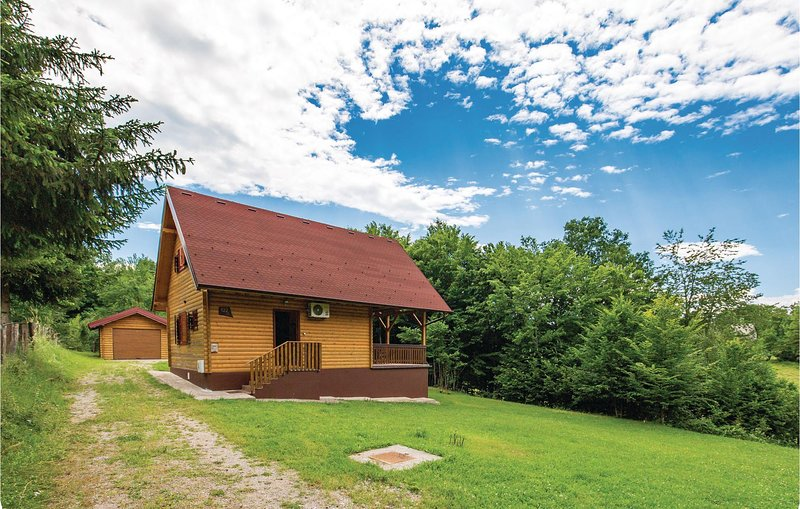 Beautiful home in Licki Osik with WiFi and 2 Bedrooms (CCL009), holiday rental in Lički Osik