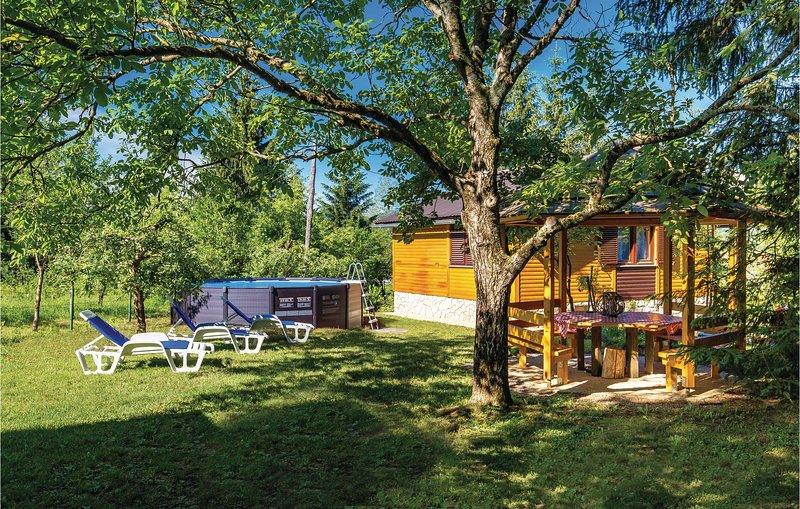 Nice home in Trosmarija with WiFi and 2 Bedrooms (CCL056), holiday rental in Bosiljevo