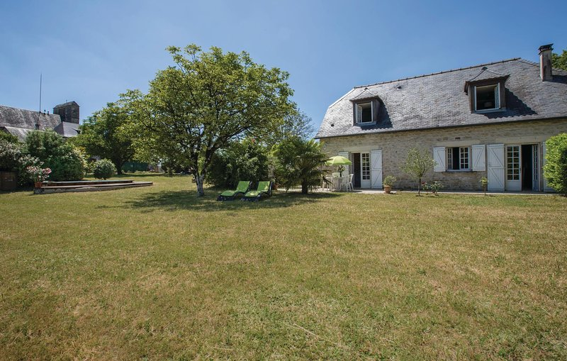 Stunning home in Yssandon with 2 Bedrooms (FSC017), holiday rental in La Feuillade