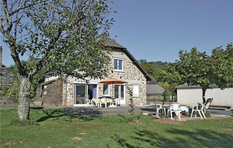 Beautiful home in Voutezac with 3 Bedrooms (FSC012) – semesterbostad i Donzenac