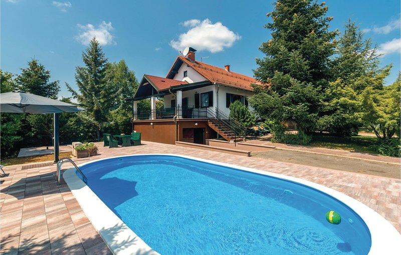 Stunning home in Ovcara with WiFi and 2 Bedrooms (CCS007), aluguéis de temporada em Dakovo