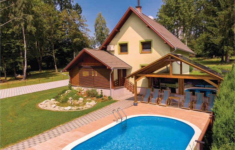 Stunning home in Brestovac with Sauna, WiFi and 3 Bedrooms (CCS020), holiday rental in Pakrac