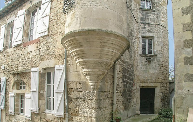 Beautiful home in Turenne with WiFi and 2 Bedrooms (FSC027), holiday rental in Turenne
