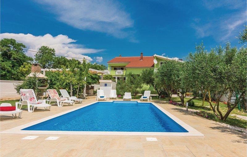 Amazing home in Sv. Filip i Jakov with WiFi and 6 Bedrooms (CDA107), holiday rental in Donje Raštane