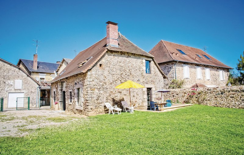 Amazing home in La Porcherie with 3 Bedrooms (FSH031), holiday rental in Benayes