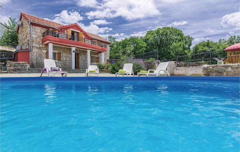 Nice home in Krusevo with WiFi and 3 Bedrooms (CDA125), aluguéis de temporada em Gracac