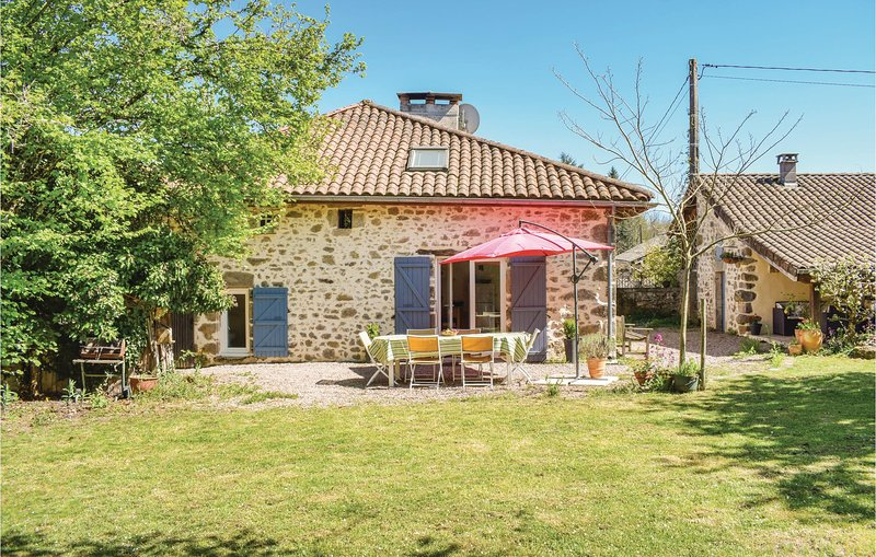 Amazing home in Marval with WiFi, Outdoor swimming pool and 3 Bedrooms (FSH040), holiday rental in Cussac