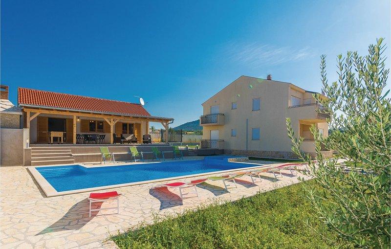 Beautiful home in Benkovac-Kakma with Jacuzzi, 6 Bedrooms and Sauna (CDA232), holiday rental in Polaca