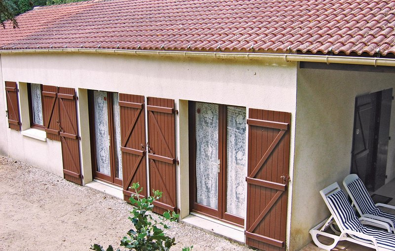 Beautiful home in Longeville/Les Conches with WiFi and 2 Bedrooms (FVE014), holiday rental in Longeville-sur-mer
