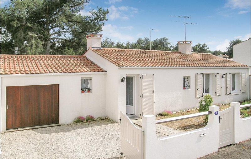 Stunning home in La Faute sur Mer with 3 Bedrooms (FVE081), holiday rental in Saint-Michel-en-l'Herm