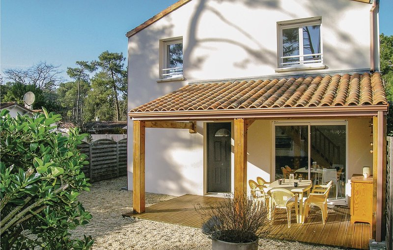 Awesome home in Longeville sur Mer with 2 Bedrooms (FVE163), holiday rental in Longeville-sur-mer