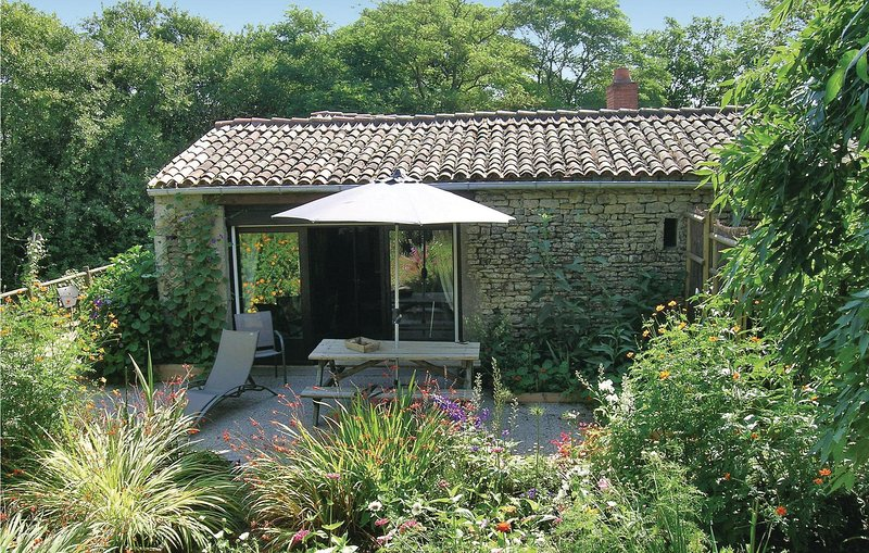 Amazing home in St.Radegonde des Noyer with WiFi and 2 Bedrooms (FVE068), holiday rental in Charron