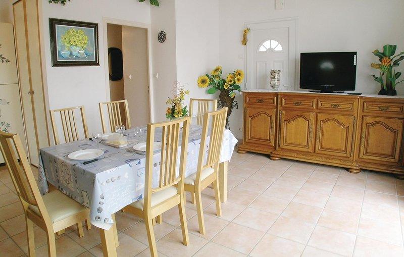 Nice home in La Faute sur Mer with 3 Bedrooms (FVE032), aluguéis de temporada em La Faute sur Mer
