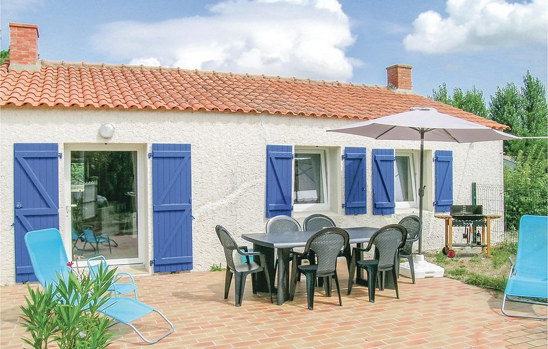 Stunning home in St Urbain with WiFi and 1 Bedrooms (FVE183), vacation rental in Beauvoir-Sur-Mer