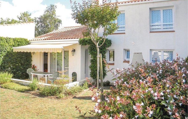 Amazing home in La Faute sur Mer with WiFi and 3 Bedrooms (FVE226), location de vacances à L'Aiguillon-sur-Mer