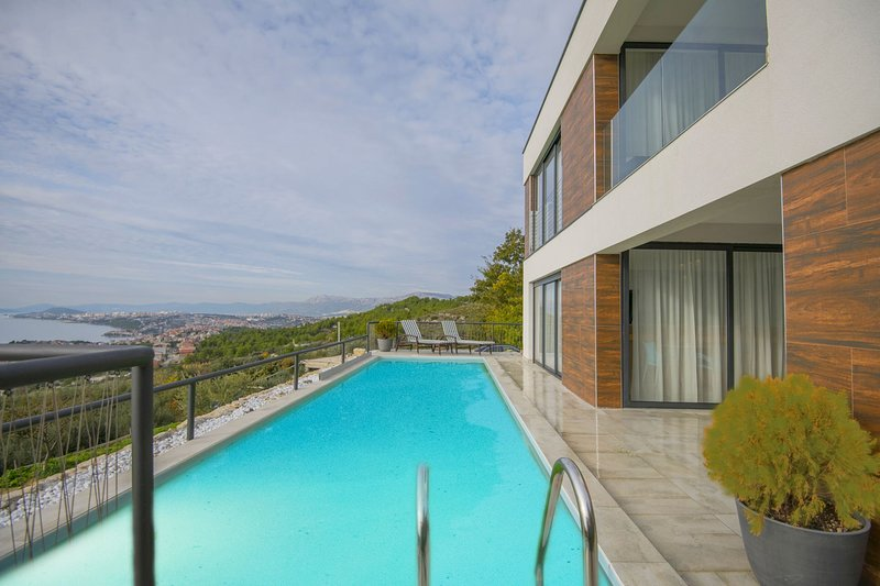 Luxury Villa Endless Blue with Pool, holiday rental in Podstrana