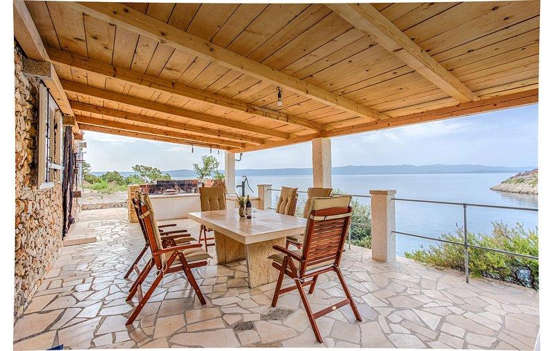 Stunning home in Bol with WiFi and 3 Bedrooms (CDB564), casa vacanza a Gornji Humac