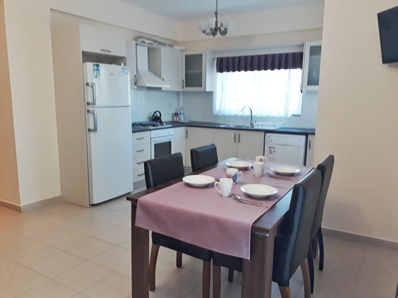 3 bedroom apartment Long beach North Cyprus, holiday rental in Trikomo