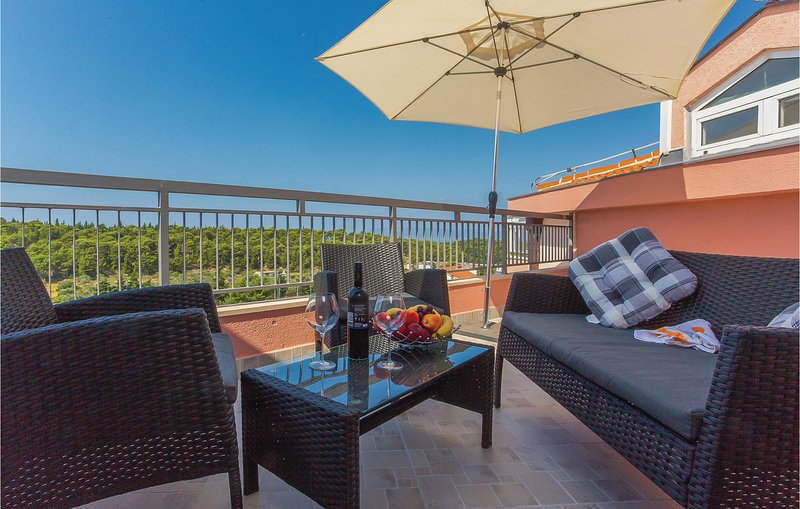 Nice home in Makarska with WiFi and 1 Bedrooms (CDC208), alquiler vacacional en Marasi