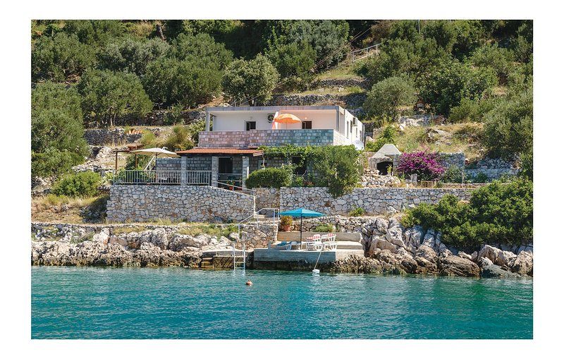 Beautiful home in Slano w/ WiFi and 3 Bedrooms (CDD460), holiday rental in Sipanska Luka