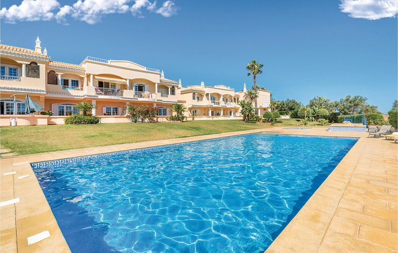 Beautiful home in Lagoa with WiFi and 2 Bedrooms (PTA068), holiday rental in Caramujeira