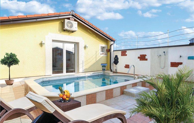 Nice home in Fazana with WiFi and 0 Bedrooms (CIF780), aluguéis de temporada em Valbandon