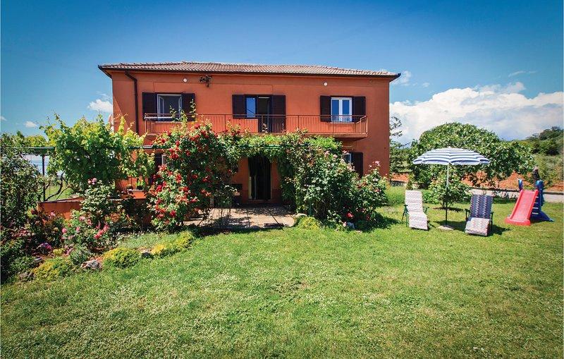 Stunning home in Veliki Vareski with 2 Bedrooms (CIK193), casa vacanza a Segotici