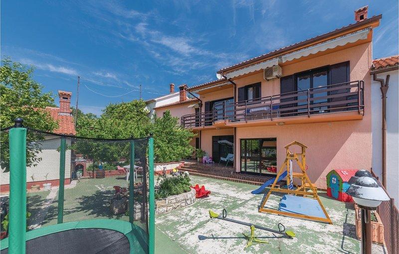 Beautiful home in Peruski with WiFi and 1 Bedrooms (CIK182), casa vacanza a Peruski