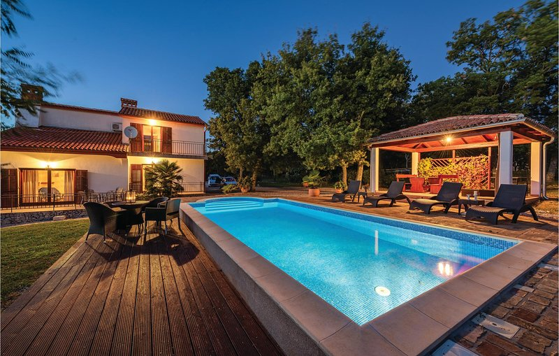 Amazing home in Kapelica with WiFi and 5 Bedrooms (CIK498), holiday rental in Rasa
