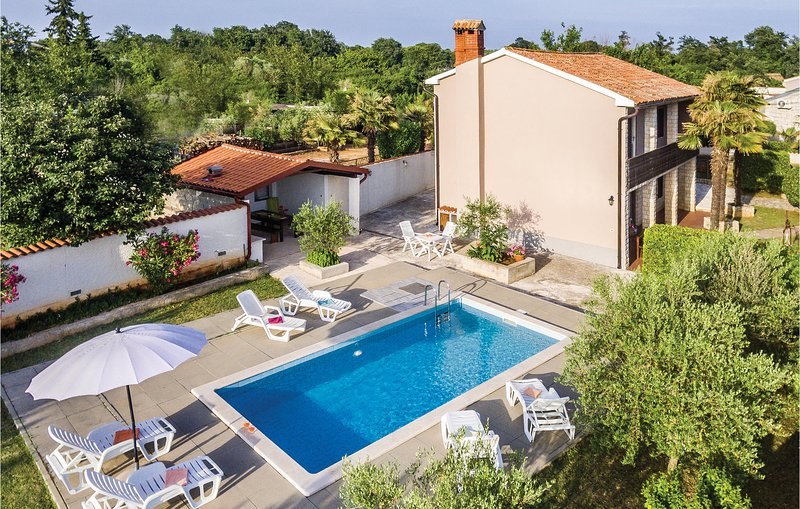 Stunning home in Segotici with WiFi and 3 Bedrooms (CIK537), casa vacanza a Segotici