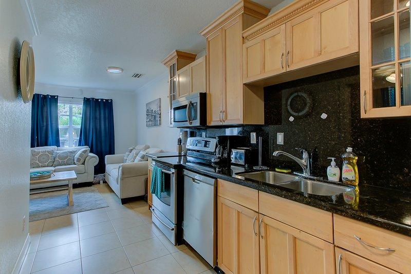 SWEET..FORT LAUDERDALE 2 BEDROOMS 1 BATH HOME..., holiday rental in Lauderdale Lakes