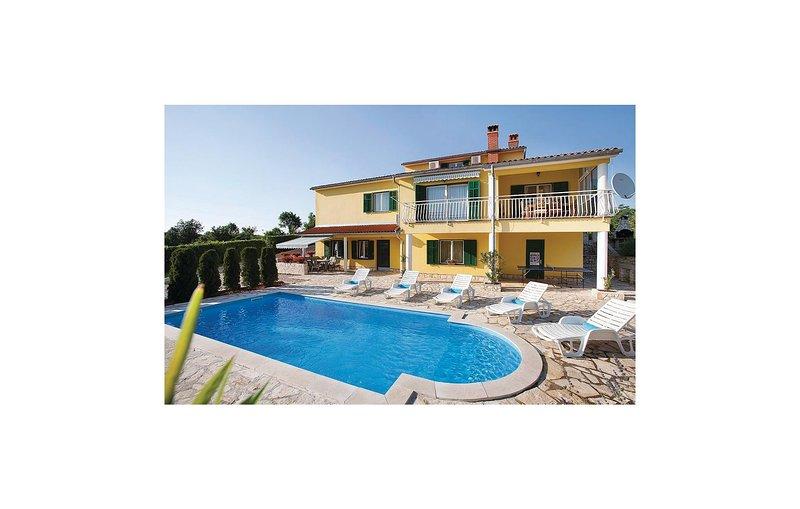 Beautiful home in Labin with WiFi and 6 Bedrooms (CIK613), location de vacances à Nedescina