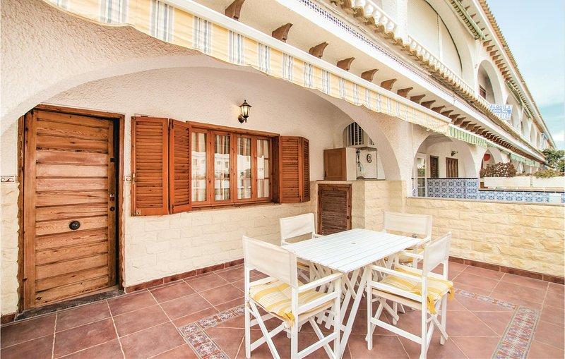 Nice home in Santa Pola with 4 Bedrooms (EBL093), holiday rental in Santa Pola