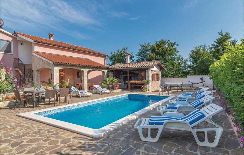 Awesome home in Labin with WiFi and 4 Bedrooms (CIK705), casa vacanza a Vinez