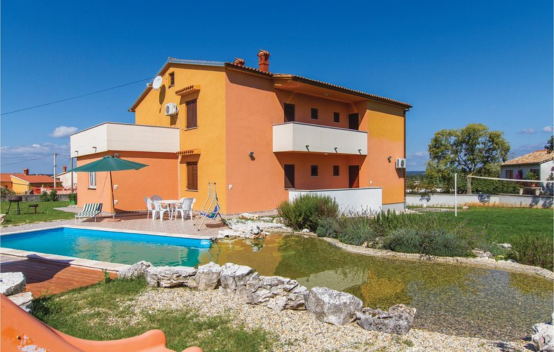 Nice home in Bratulici with WiFi and 6 Bedrooms (CIK691), holiday rental in Bratulici