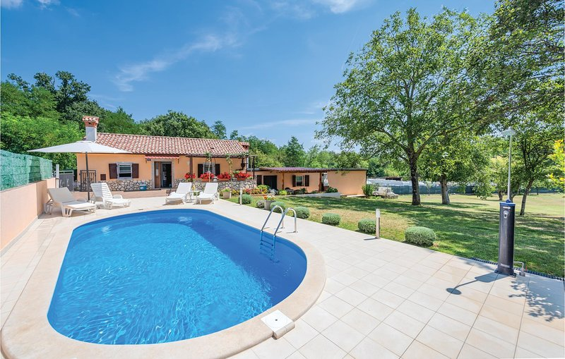 Amazing home in Cere with WiFi and 2 Bedrooms (CIK707), casa vacanza a Zupanici