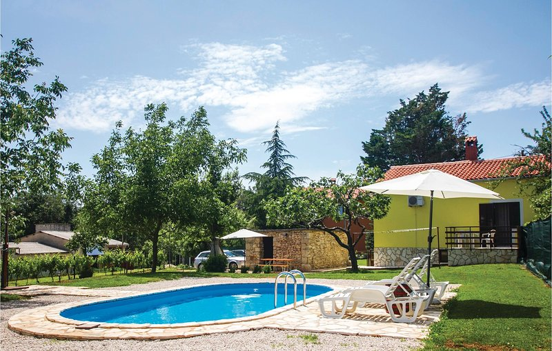 Awesome home in Labin with WiFi and 2 Bedrooms (CIK714), holiday rental in Kunj
