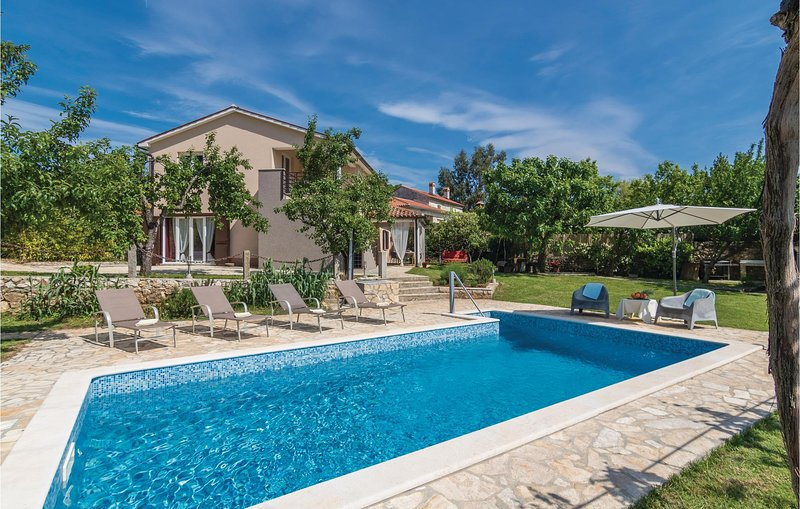 Amazing home in Cere with WiFi and 2 Bedrooms (CIK748), casa vacanza a Zupanici