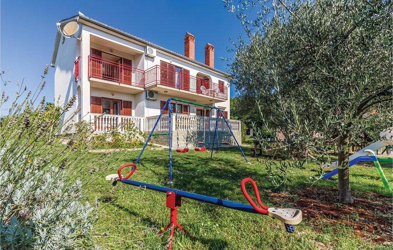 Beautiful home in Segotici with 6 Bedrooms (CIK647), casa vacanza a Segotici