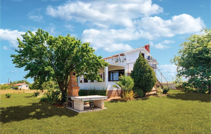 Stunning home in Veliki Vareski with 3 Bedrooms (CIK651), casa vacanza a Segotici