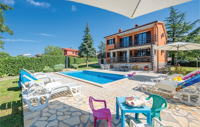Stunning home in Labin with WiFi and 4 Bedrooms (CIK790), holiday rental in Kunj