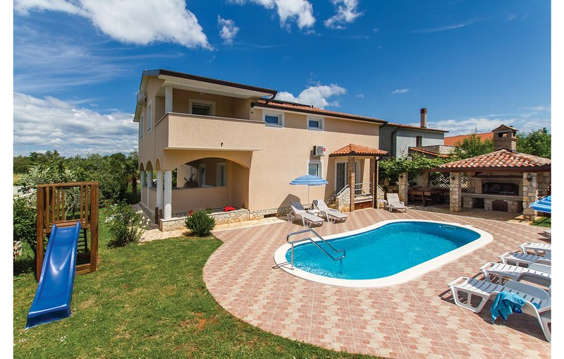 Amazing home in Nedescina with WiFi and 5 Bedrooms (CIK769), location de vacances à Nedescina