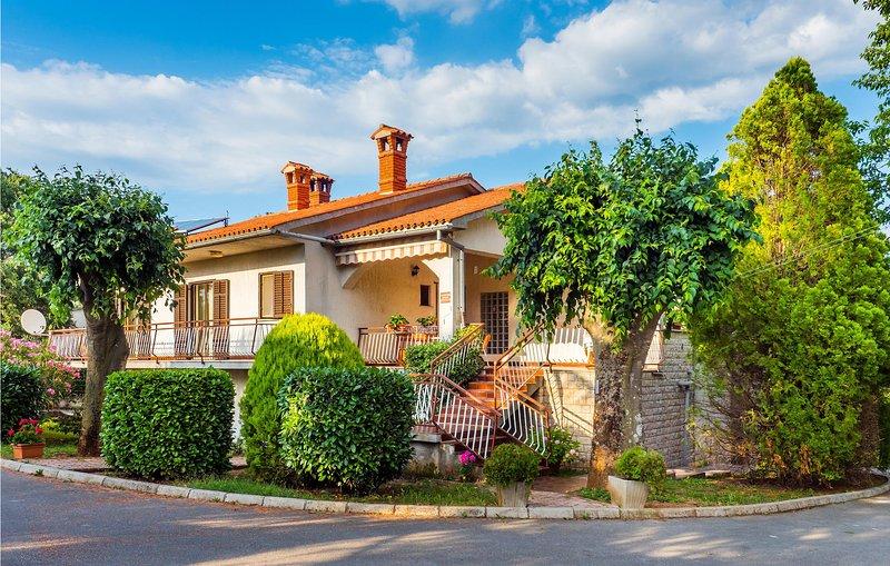 Nice home in Nedescina with 3 Bedrooms (CIK775), casa vacanza a Sumber