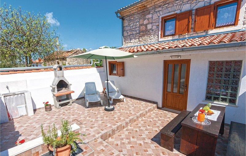 Nice home in Rakalj with WiFi and 2 Bedrooms (CIK847), alquiler vacacional en Rakalj