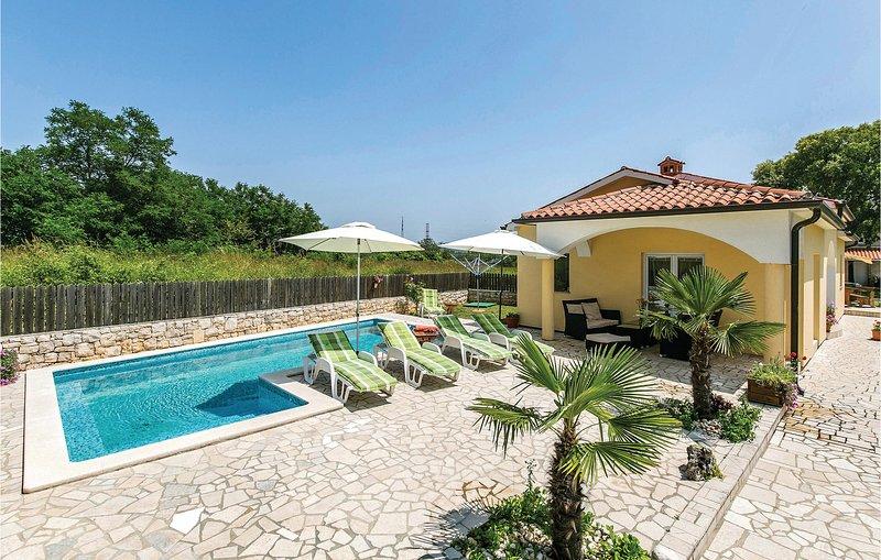 Beautiful home in Vrecari with WiFi and 4 Bedrooms (CIK823), location de vacances à Nedescina