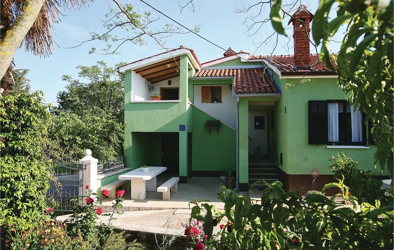 Stunning home in Hreljici with WiFi and 1 Bedrooms (CIK767), holiday rental in Bratulici