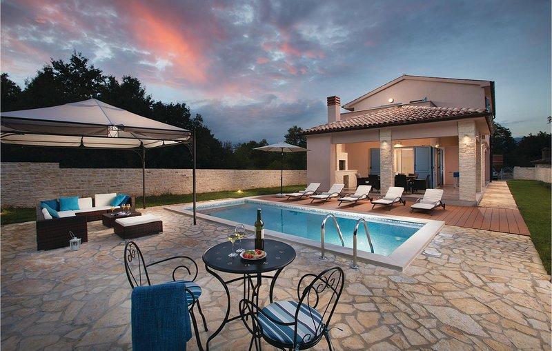 Stunning home in Krsan with Sauna, WiFi and 4 Bedrooms (CIK946), holiday rental in Basko Polje