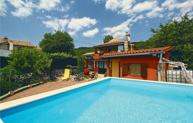 Awesome home in Buzet with Sauna, WiFi and 2 Bedrooms (CIL030), casa vacanza a Buzet